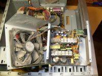 Почему шумит блок питания компьютера при включении