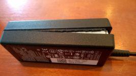 Как открыть блок питания от ноутбука?
