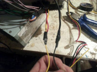 Как подключить автомагнитолу от блока ноутбука?